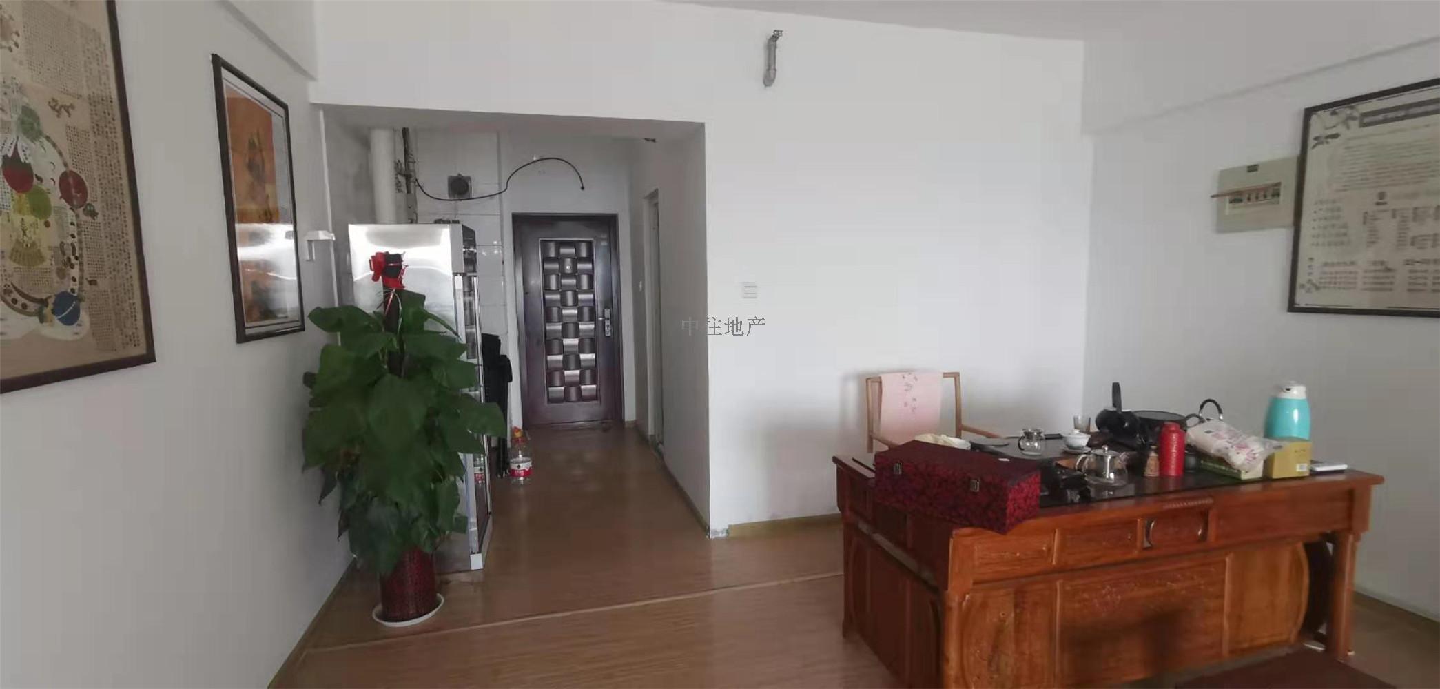 汇展香格里拉,经典一居室,紧邻万达广场,生活便利。