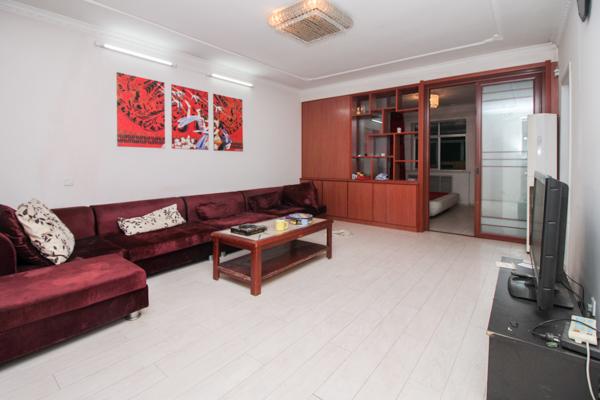 经十路南 燕柳燕山 精装南北两室 客厅宽敞好用 房龄新 急售