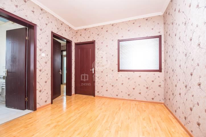 和信花园 二室一厅 全明户型 精装修 看房方便 急售