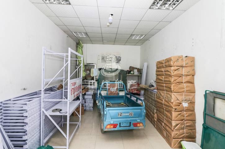 钢城新苑西区一楼商铺 适合做生意 交通便利