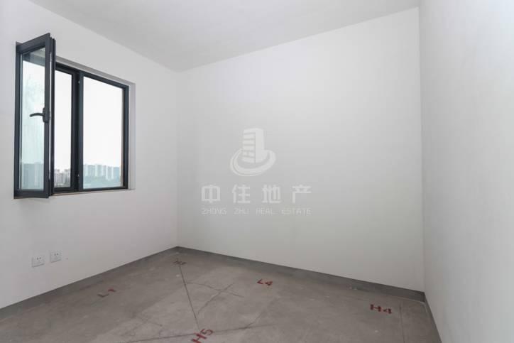 万达附近 飞跃大道旁 中建新悦城 103平 两室房  168万 诚意出售