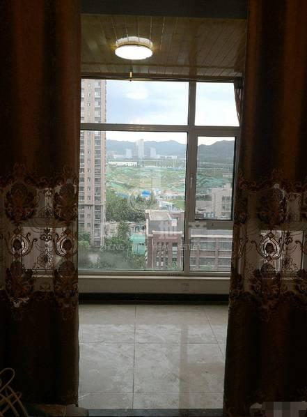 旅游路  高新区 东岸嘉园精装4室带车位地下室
